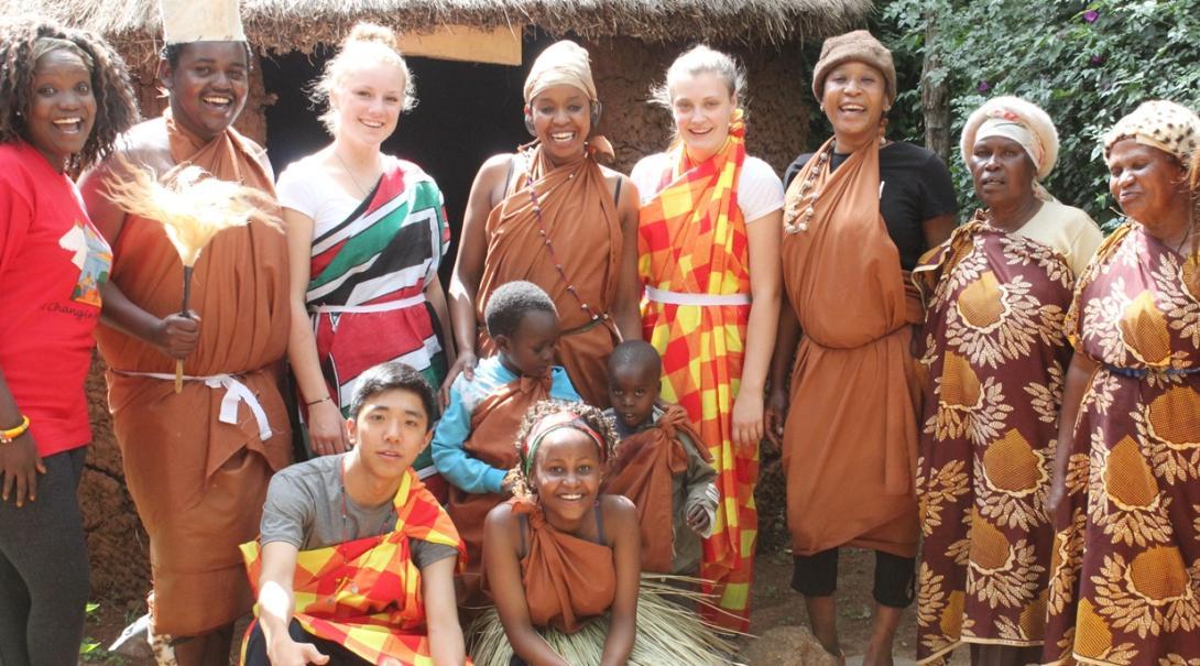 東アフリカのケニア文化を体験する高校生インターンたち